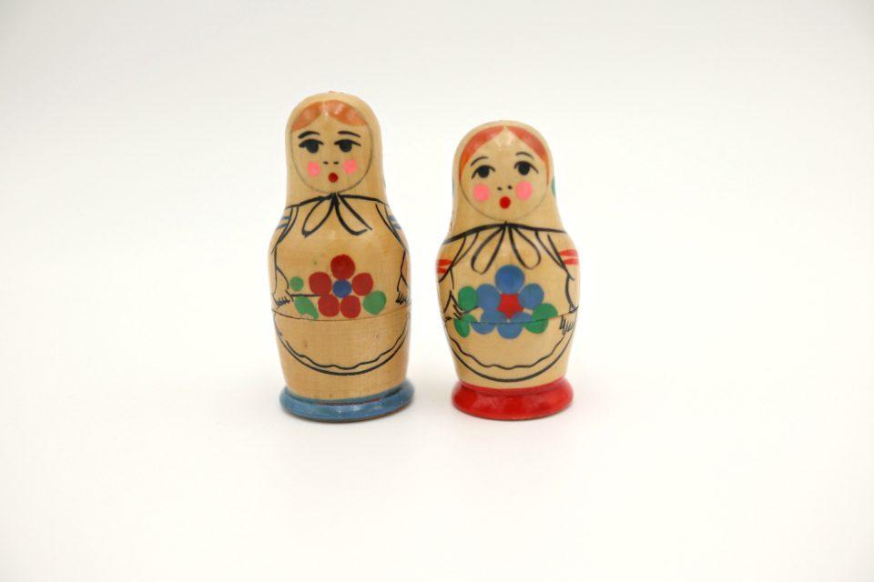 ロシアのヴィンテージマトリョーシカ 赤姉妹と青姉妹(2点セット)